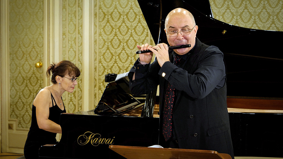 Ion Bogdan Ștefănescu, acompaniat de Clementina Ciucu-Ristea