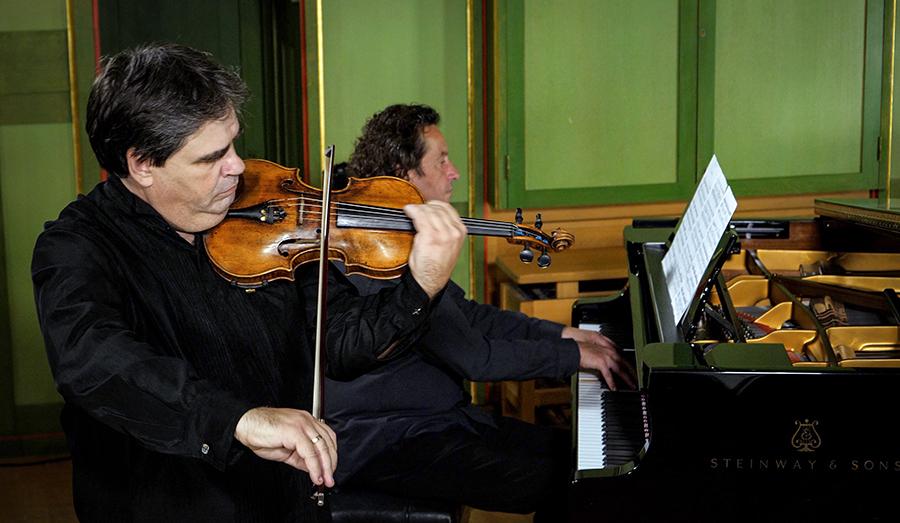Gabriel Croitoru, acompaniat de Horia Mihail