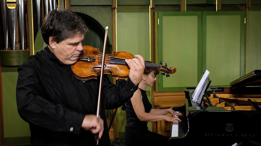 Gabriel Croitoru, acompaniat de Clementina Ciucu-Ristea